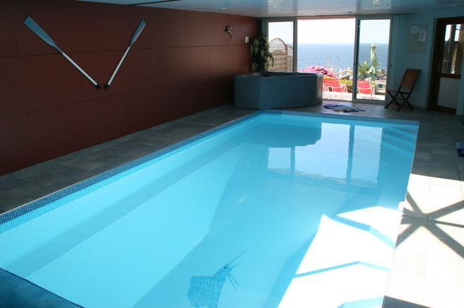 luxus ferienhaus bretagne in kerdoualen f r 8 personen ferienhaus bretagne. Black Bedroom Furniture Sets. Home Design Ideas